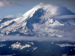 North face of Mt. Rainier from the air by <b>Joel Skok</b> ( a Panoramio image )