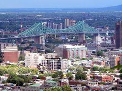 Canada, la ville de Montreal avec le Pont Jacques Cartier by <b>Roger-11</b> ( a Panoramio image )