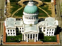 Old Courthouse - St. Louis, view from the Gateway Arch by <b>Ulla Niclaus</b> ( a Panoramio image )