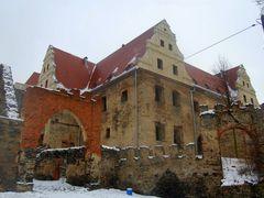 Ruiny zamku w Goli Dzier?oniowskiej by <b>MaciekWegrzyn</b> ( a Panoramio image )