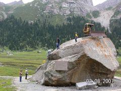 Когда то,в этих горах,этот трактор проделывал тут дорогу! by <b>Ден 341</b> ( a Panoramio image )