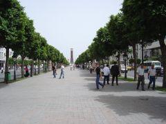 Avenue Habib Bourguiba - Tunisi by <b>2 Giuseppe Caterina</b> ( a Panoramio image )