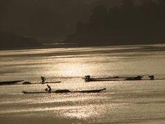 """Ramasseurs de sable a l""""aube sur le fleuve Oubangui by <b>Gege</b> ( a Panoramio image )"""
