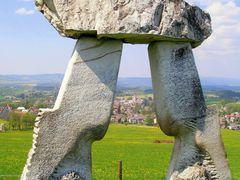 Monument ( v pruhledu v dali kostel Kraliky) by <b>valsoraj</b> ( a Panoramio image )