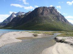 Imposanter Berg. Strand. by <b>serge_kraeutle</b> ( a Panoramio image )