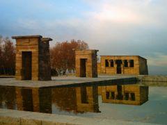 Templo Debod, Un pedazo de Egipto en Madrid by <b>RS-Camaleon</b> ( a Panoramio image )