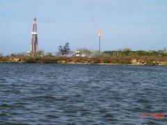 Petroleo?... Perforacion Chino-Cubano. by <b>Roberto Lam</b> ( a Panoramio image )