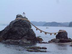 "Meoto Iwa, the ""Wedded Rocks"" (???) by <b>Cory Malcho</b> ( a Panoramio image )"
