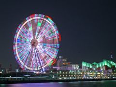 Ferris wheel in Tenpozan market place and KAIYU-KAN by <b>miyo0117</b> ( a Panoramio image )