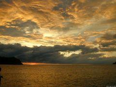 Atardecer en Playa Junquillal 01, La Cruz , Costa Rica -------- by <b>Melsen Felipe</b> ( a Panoramio image )