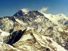 Mount Everest / Lothse by <b>Burgener  Norbert</b> ( a Panoramio image )