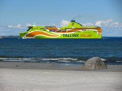 Beautiful Ship and beach by <b>wiggyretired</b> ( a Panoramio image )