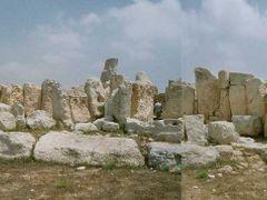 (messi05) Hagar Qim Temple - long shot [0°]  by <b>©polytropos</b> ( a Panoramio image )