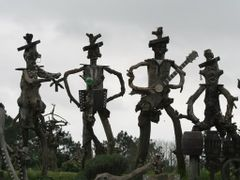 Andre Morvan sculptures by <b>Max Airborne</b> ( a Panoramio image )