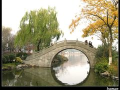 Typical Chinese-style Bridge over West Lake Water(2004-12-12) by <b>Cai Jinxi</b> ( a Panoramio image )