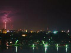 Lightning over Charleston by <b>livingworld</b> ( a Panoramio image )