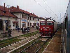 A maroshevizi vasutallomas (Railway station) by <b>Cseke Laszlo</b> ( a Panoramio image )