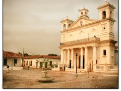 Local Church in Suchitoto by <b>Frank Benitez</b> ( a Panoramio image )