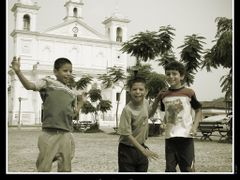 Children in Suchitoto by <b>Frank Benitez</b> ( a Panoramio image )