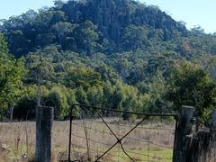 Hanging Rock by <b>nipper30</b> ( a Panoramio image )