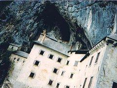 Predjama Castle by <b>Daniela Brocca</b> ( a Panoramio image )