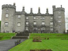 Kilkenny Castle (Ireland) by <b>Naru Kenji</b> ( a Panoramio image )