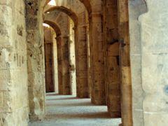 """Corridoi esterni dell""""anfiteatro di El Djem  by <b>Luigi Barbadoro - """"homo latitans""""</b> ( a Panoramio image )"""