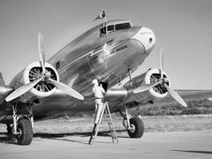 DC-3 at Lunken by <b>msmith487</b> ( a Panoramio image )