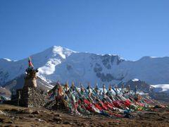 pass on the Amnye Machen kora by <b>Walk Across Asia</b> ( a Panoramio image )