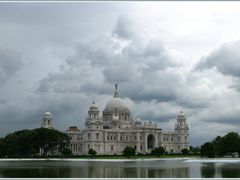 victoria memorial by <b>Rhitamvar Ray</b> ( a Panoramio image )