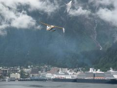 Taking off in Juneau, Alaska, USA 5/2009 by <b>Siegfried Eichberg</b> ( a Panoramio image )