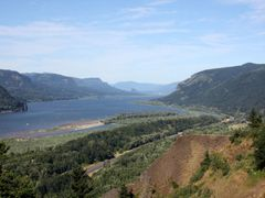 Columbia Gorge from Crown Point by <b>JMZ2007</b> ( a Panoramio image )