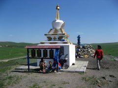 Stupa und Owoo bei Khotol by <b>DanielMarc</b> ( a Panoramio image )