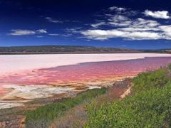 Port Gregory Pink Lake  by <b>EOS20</b> ( a Panoramio image )