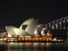 Sydney Opera House at night by <b>Ian Stehbens</b> ( a Panoramio image )