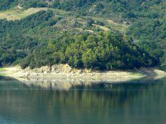 Lago di Corbara: riflessi sulla sponda occidendentale (12-08-200 by <b>Renato Pantini</b> ( a Panoramio image )