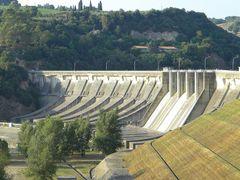 Lago di Corbara: particolare della diga (12-08-2009)  by <b>Renato Pantini</b> ( a Panoramio image )