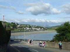 Moelwyn Mawr (770m) and Moelwyn Bach (711m) from Lon Felin, Cric by <b>John Goodall</b> ( a Panoramio image )
