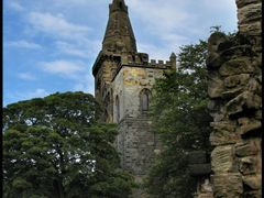 Dunfermline Abbey Church by <b>Peter Downes</b> ( a Panoramio image )