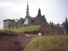 Helsing?r-Kronborg Slot by <b>Sergey Samusenko</b> ( a Panoramio image )