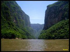 Vista del impresionante Canon del Sumidero, Chiapas, Mexico. by <b>Jorge Alberto Vega</b> ( a Panoramio image )