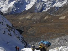 Cho La Pass, arrivee au col. by <b>Laurent Bois-Mariage</b> ( a Panoramio image )
