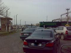 Railroad crossing - Железнодорожный переезд by <b>KPbICMAH</b> ( a Panoramio image )