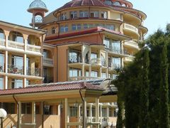 Elenite: Main entrance into the Andalusia hotel by <b>Maciejk</b> ( a Panoramio image )