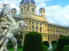 Wien - Naturhistorisches Museum by ???©MICHI???  --  THE PERFECT by <b>???RM-Photography???</b> ( a Panoramio image )