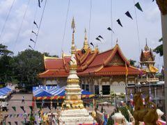 Wat Pho Chai I by <b>pr8ngkiet</b> ( a Panoramio image )