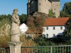 Falkenberg (Oberpfalz), Bruckenheiliger und Burg by <b>Klaus Rommel</b> ( a Panoramio image )