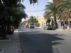 avenue Si el haoues a cote de la Faculte de la petrochimie by <b>abdoux</b> ( a Panoramio image )