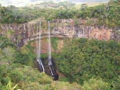 cascada chamarel by <b>LEIRE13</b> ( a Panoramio image )