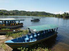 En barcaciones en el Lago en Suchitoto by <b>planetair</b> ( a Panoramio image )